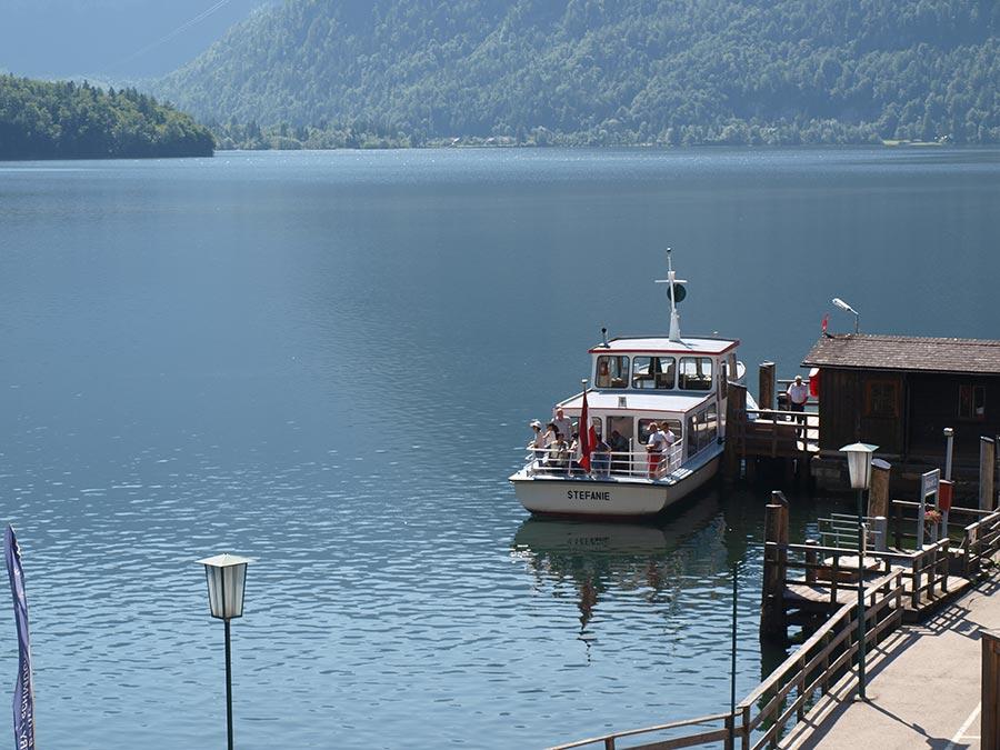 The beautiful Lake Hallstatt - Schiffahrt auf dem Hallstättersee