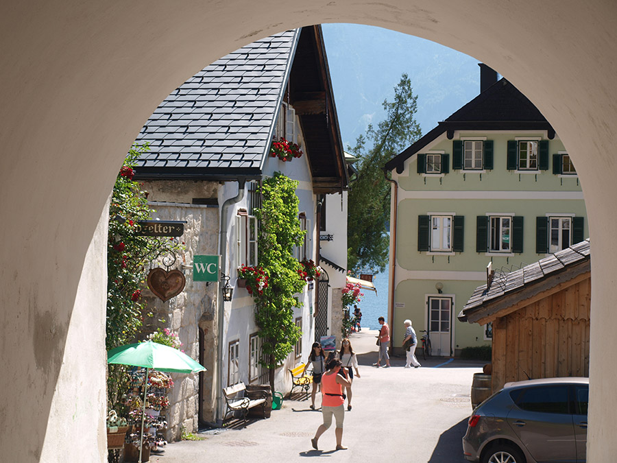 Visit beautiful Hallstatt