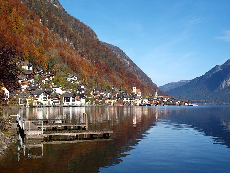 Beautiful Lake Hallstatt - Herbst