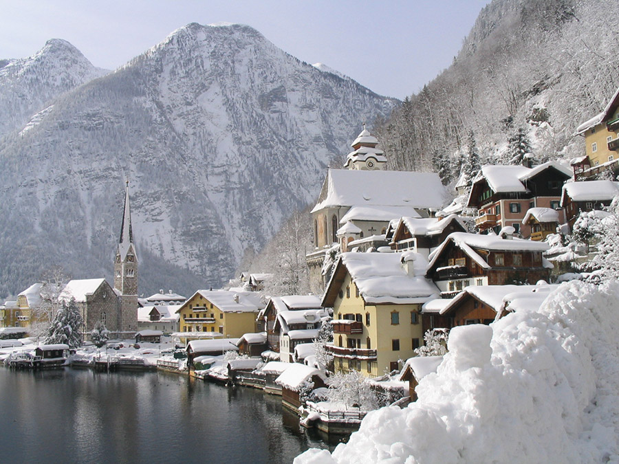 Discover the beautiful landscape around Lake Hallstatt in winter - Fotopoint